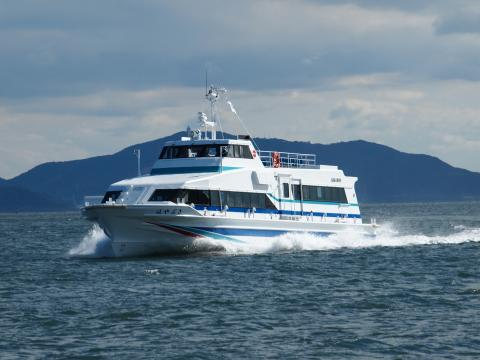日間賀島の定期高速船